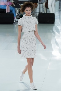 chanel-spring-2014-couture-runway-09_205659137400